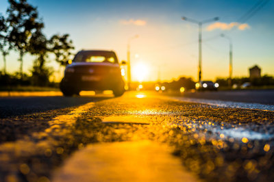 Nhiệt độ trên xe hơi là bao nhiêu nếu đóng kín cửa để ngoài trời?