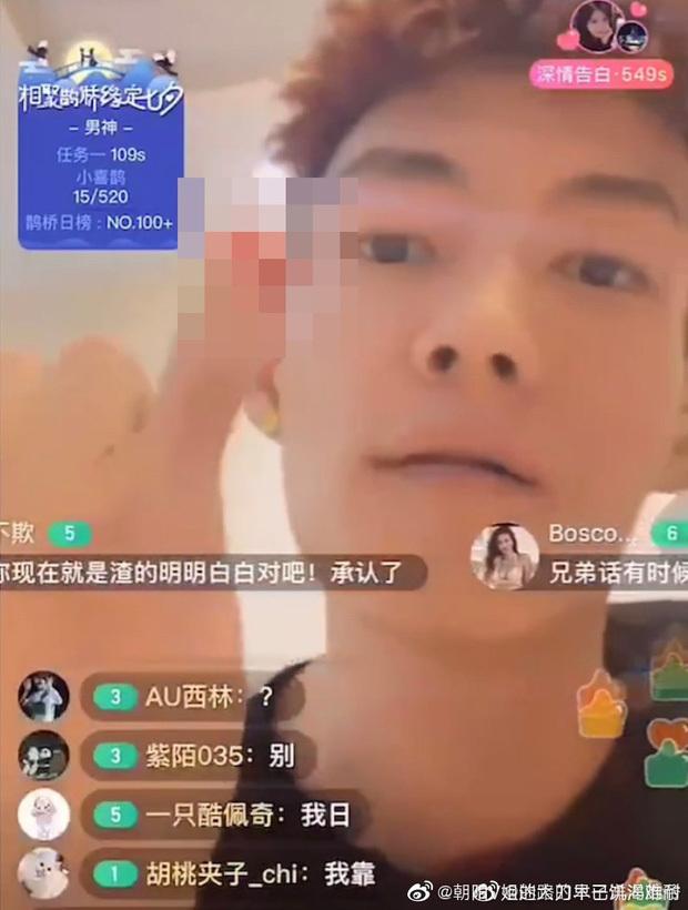 Rapper Trung Quốc tự chặt ngón tay trong lúc livestream