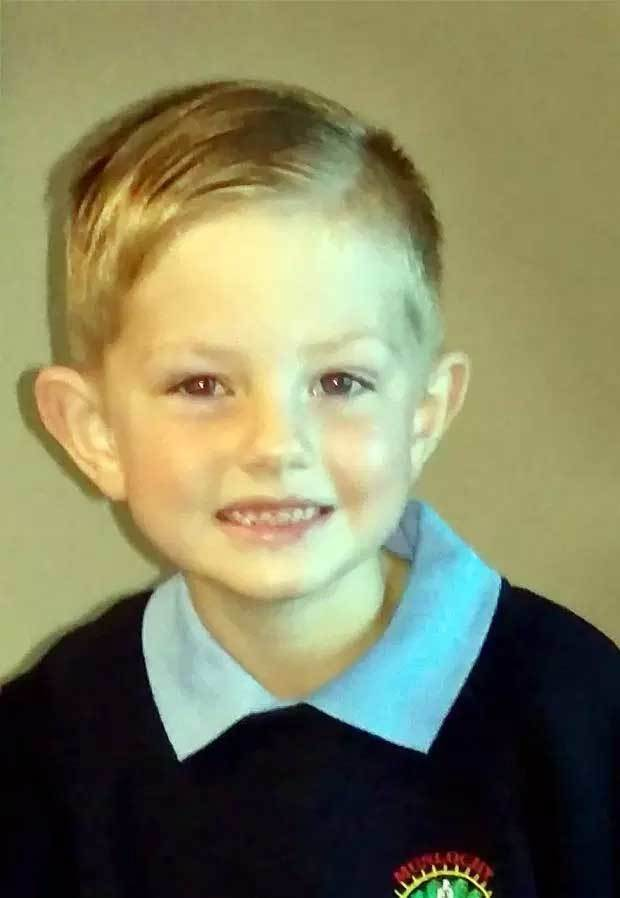 Bé 4 tuổi bị bỏ quên trên xe buýt trường học