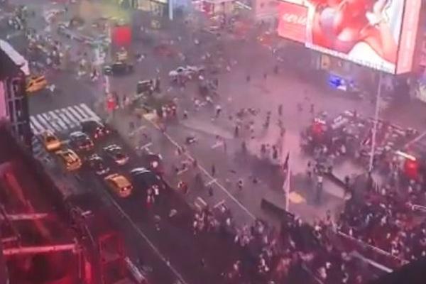Tưởng tiếng nẹt pô xe máy là súng nổ, dân chạy tán loạn