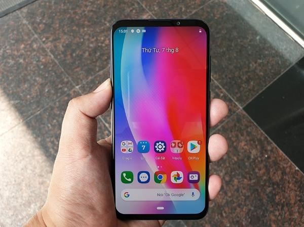 CÔNG NGHỆ❯SẢN PHẨM   Face Book Twitter Bình luận Tin nóng   Ra mắt Vsmart Live, smartphone Made in Vietnam giá 6,99 triệu