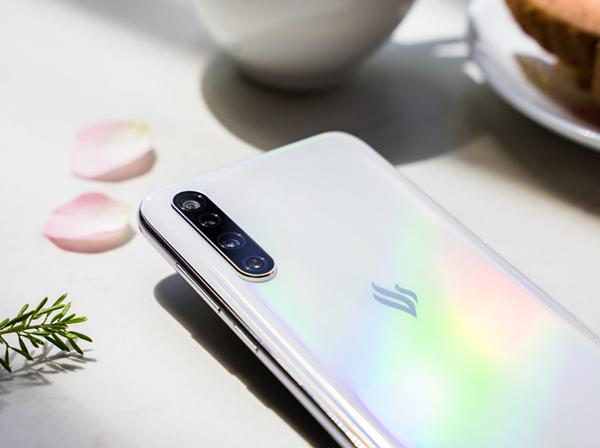 Điện thoại thông minh Vsmart thế hệ 2 chuẩn bị 'lên kệ'