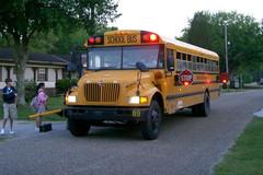 Xe đưa đón học sinh tại Mỹ đặc biệt như thế nào?