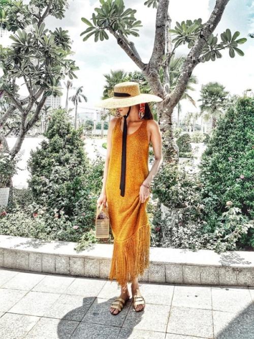 Phong cách thời trang giấu bụng của bà bầu Lan Khuê