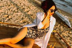 Những bộ bikini hàng hiệu đắt đỏ, gợi cảm của vợ tỷ phú Minh Nhựa, Cường Đô la