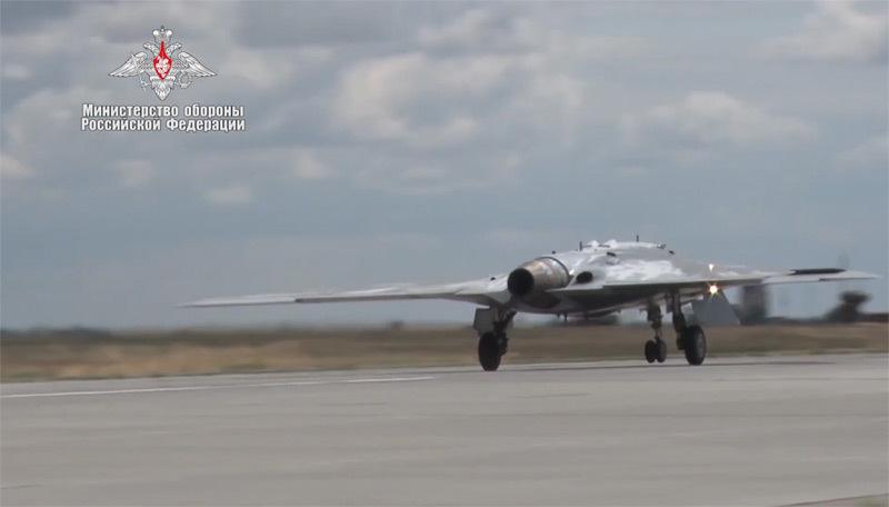 Hình ảnh máy bay tàng hình tối mật Nga 'ra ràng'