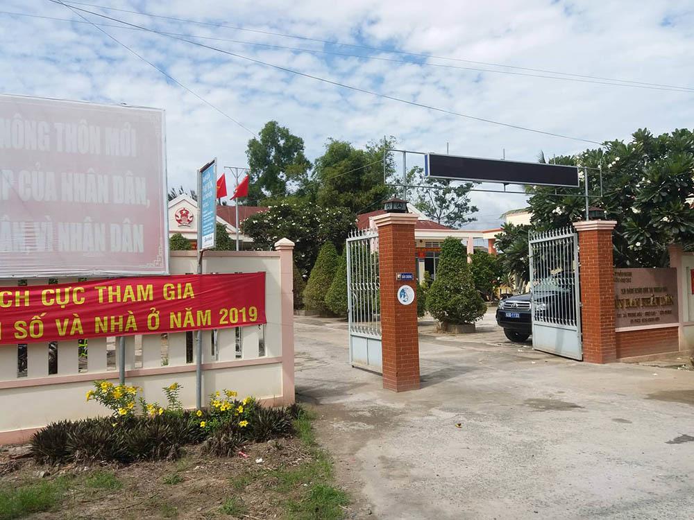 Phó chủ tịch xã ở Tiền Giang ôm nợ tiền tỷ bỏ nhà đi bị cho thôi việc