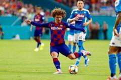 Griezmann mờ nhạt, Barca nhọc nhằn hạ Napoli