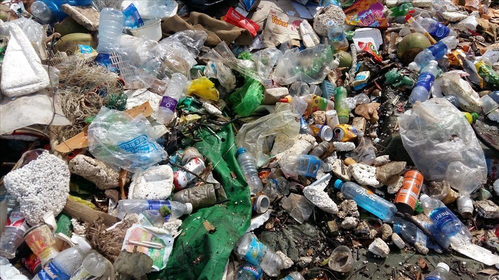 vịnh Hạ Long,đồ nhựa