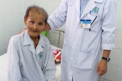 Thay khớp háng cụ ông 98 tuổi bị bệnh tim nặng