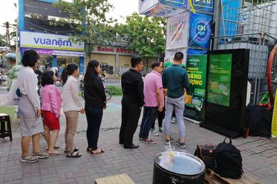Giới trẻ Đà Nẵng xếp hàng 'đo năng lượng'