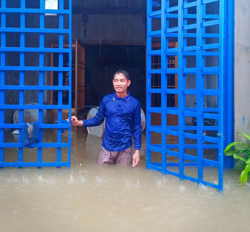 Phú Quốc ngập chưa từng thấy, nhiều ngày liên tiếp nước lũ bao quanh nhà