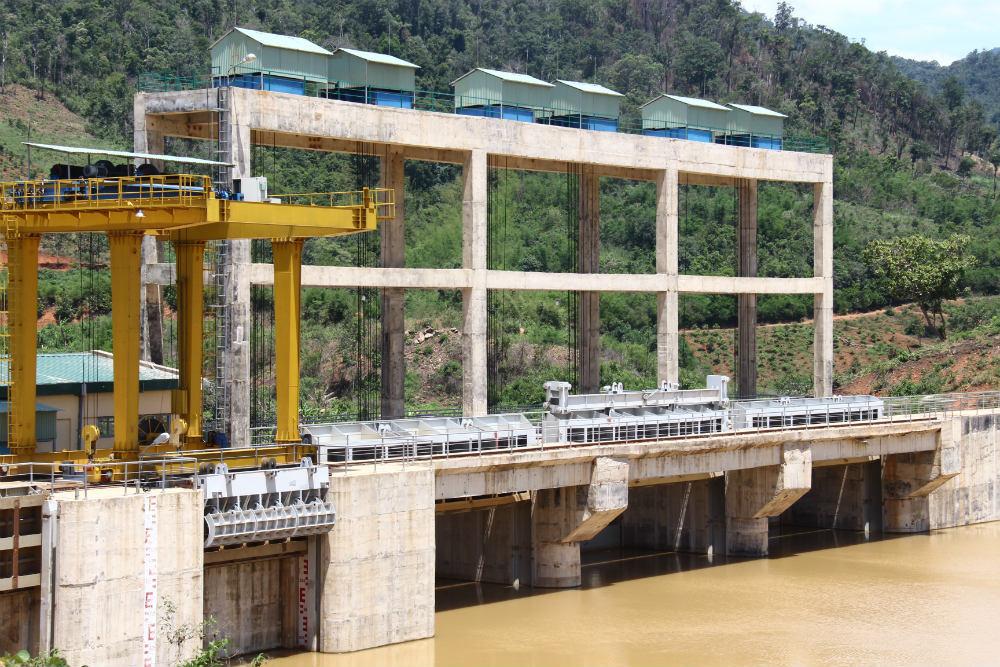 Thủy điện 13 triệu m3 ở Đắk Nông kẹt cửa van, dọa vỡ đập