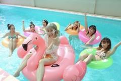 Hari Won diện bikini khoe hình thể sexy hết cỡ giữa hồ bơi