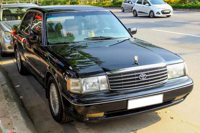 """Toyota Crown, xe chở """"VIP"""" những năm 90 giờ còn gì?"""
