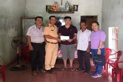 Trao hơn 24 triệu đồng đến cô Đinh Thị Quế bị tai nạn giao thông