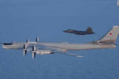 Chiến cơ Mỹ - Canada chặn máy bay ném bom Nga