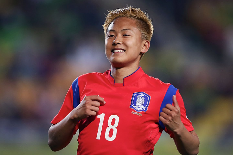 'Messi Hàn Quốc' sắp cập bến Sint Truiden: Công Phượng gặp khó