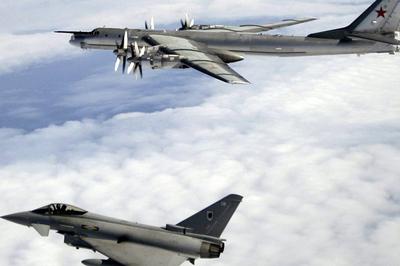 Anh huy động chiến cơ chặn máy bay Nga