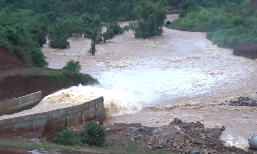 Thủy điện 13 triệu m3 kẹt van dọa vỡ đập, nguy cấp sẽ nổ mìn xả lũ