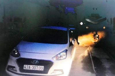 Nữ tài xế ở Đà Nẵng thản nhiên đậu xế hộp sát đường ray rồi vào nhà ngủ
