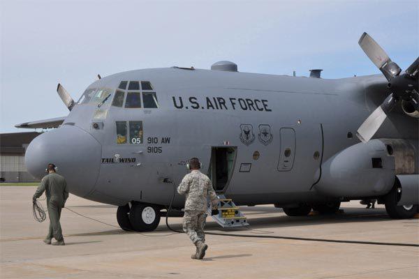 Sự cố bất ngờ buộc Mỹ dừng bay cả dàn 'ngựa thồ' trên không