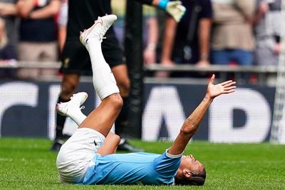 Man City nhận tin dữ, Guardiola hốt hoảng