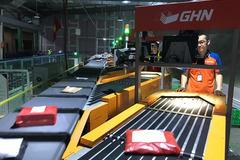 Robot phân loại, đóng gói hàng hoá thay con người