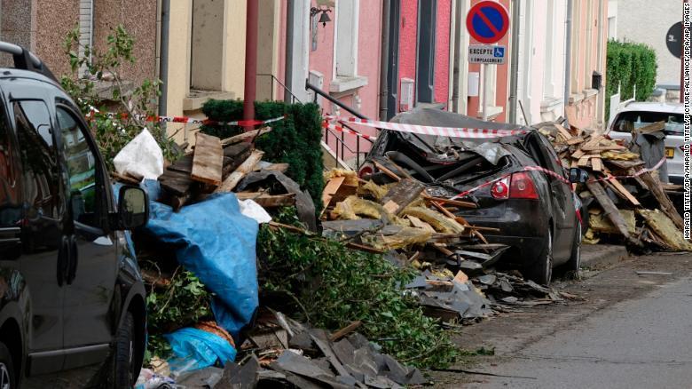 Lốc xoáy quét qua bắc châu Âu, 14 người nhập viện