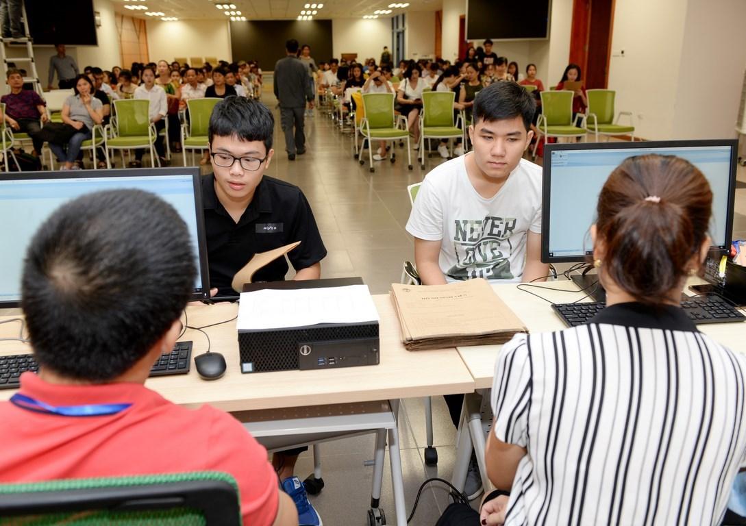 Thí sinh trúng tuyển ĐH đợt 1 bắt đầu làm thủ tục nhập học