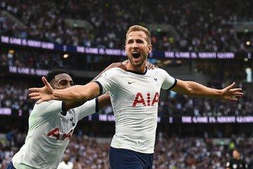 Harry Kane rực sáng, Tottenham ngược dòng thắng nghẹt thở