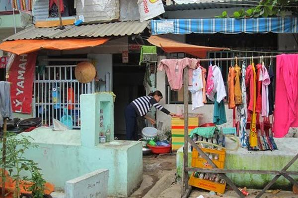 Xóm Gò Mả Sài Gòn: 3-4 ngôi mộ nằm trước cửa nhà
