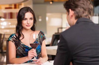 Triệu phú vung tiền thuê trai đẹp thử lòng vợ sắp cưới