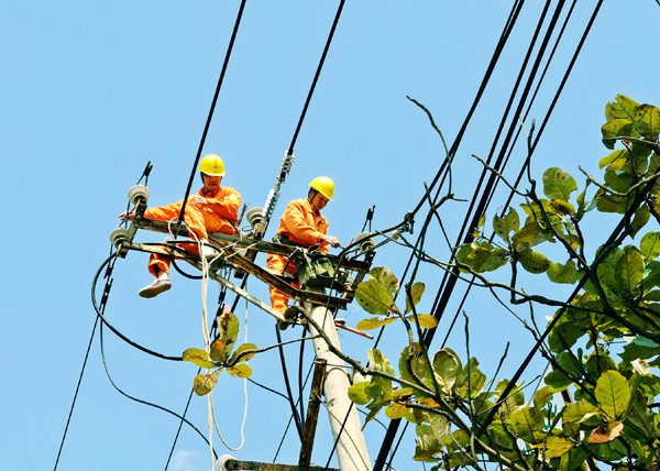EVN miền Bắc tăng cường tuyên truyền sử dụng điện an toàn mùa mưa bão