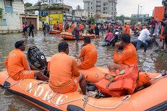 Lũ lụt và lở đất hoành hành ở Ấn Độ, hàng trăm người chết