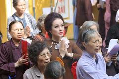 Tân Nhàn đi chùa lễ Vu lan