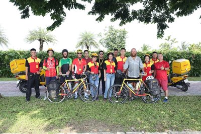 Chuyến xe đạp xuyên lục địa lăn bánh cùng DHL Express tại Hà Nội