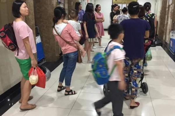 3.000 cư dân khốn khổ vì thang máy của hãng Kone liên tục lỗi, hư hỏng