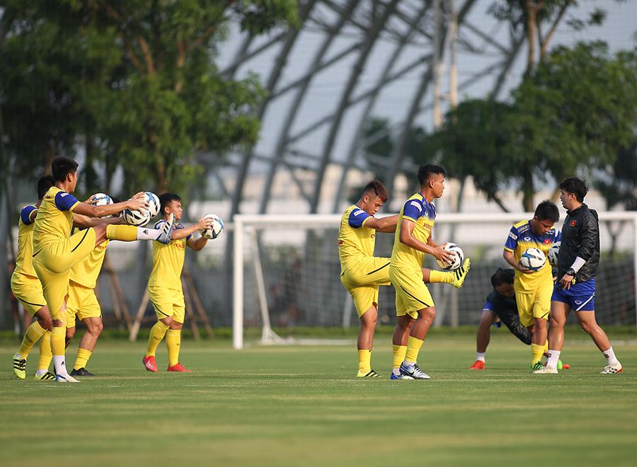 U22 Việt Nam hăng say luyện công, chờ thử lửa nhà vô địch Hong Kong