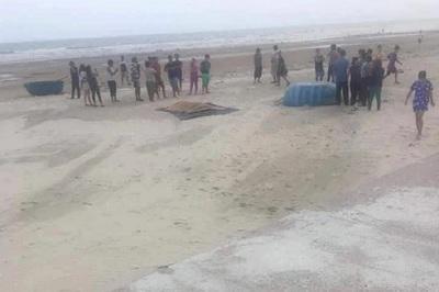 Tìm thấy thi thể 2 người mất tích khi tắm biển ở Bình Thuận