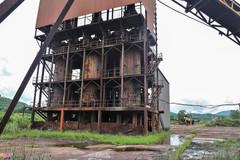 80.000 tấn quặng sắt phơi sương bên nhà máy 150 tỷ hoang phế