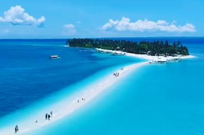 Con đường cát chia đôi mặt biển đẹp ngoạn mục ở Philippines