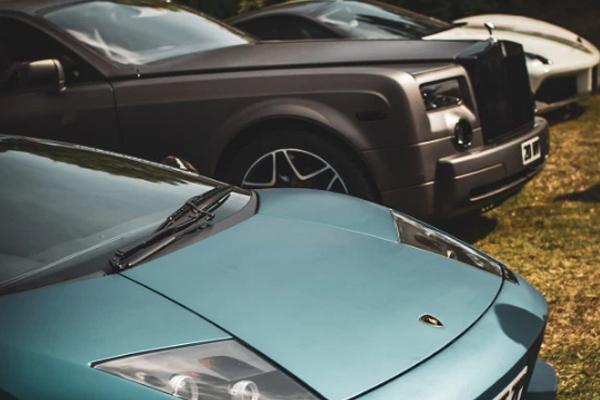 Hơn 700 siêu xe quy tụ tưởng nhớ ngôi sao phim bom tấn 'Fast and Furious'