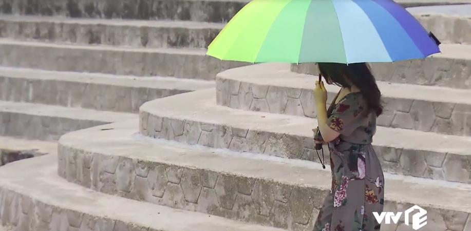 Hotgirl xuất hiện 2s trong 'Về nhà đi con' khiến Quốc Trường thấy tội nghiệp là ai