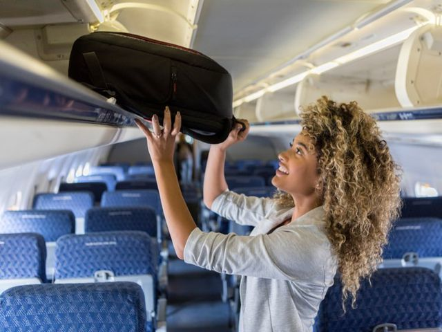 13 cách giúp chuyến bay đường dài dễ chịu hơn