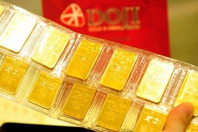 Vàng vượt 42 triệu, bán hết mua nhà hay gom tiền mua thêm