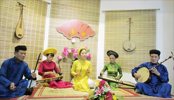 Hue folk singing,school,entertainment news,what's on,Vietnam culture,Vietnam tradition,vn news,Vietnam beauty,Vietnam news,vietnamnet news,vietnamnet bridge,Vietnamese newspaper,Vietnam latest news,Vietnamese newspaper articles,news Vietnam