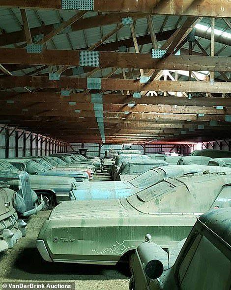 250 chếc xe cổ cực hiếm gỉ sét bỏ xó được đem đấu giá