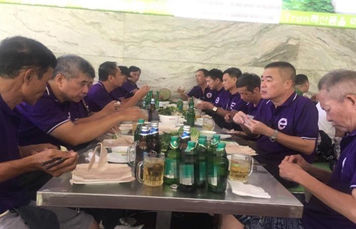 Vào Đà Nẵng họp lớp, 9 du khách nhập viện sau khi ăn bún mắm