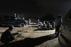 Thi thể người đàn ông phân hủy trên sà lan chở cát